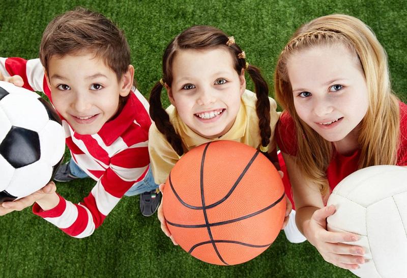 https: img.okezone.com content 2018 10 05 481 1960055 3-tips-untuk-orangtua-agar-si-kecil-suka-olahraga-MCDq21WhqN.jpg