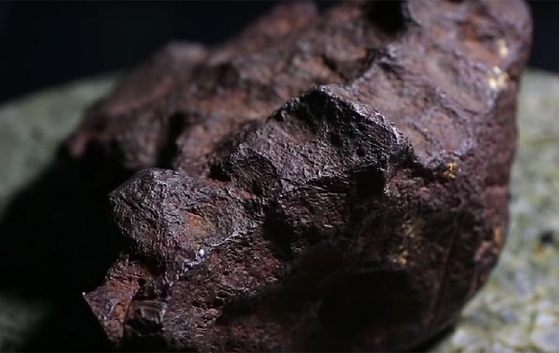 https: img.okezone.com content 2018 10 06 56 1960490 ditemukan-batu-meteorit-seharga-rp1-5-miliar-lpfw1O6oYO.jpg