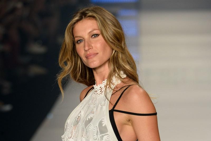 https: img.okezone.com content 2018 10 08 194 1961080 supermodel-gisele-bundchen-menangis-ketika-dipaksa-telanjang-di-runway-oYY1hC1wVU.jpg