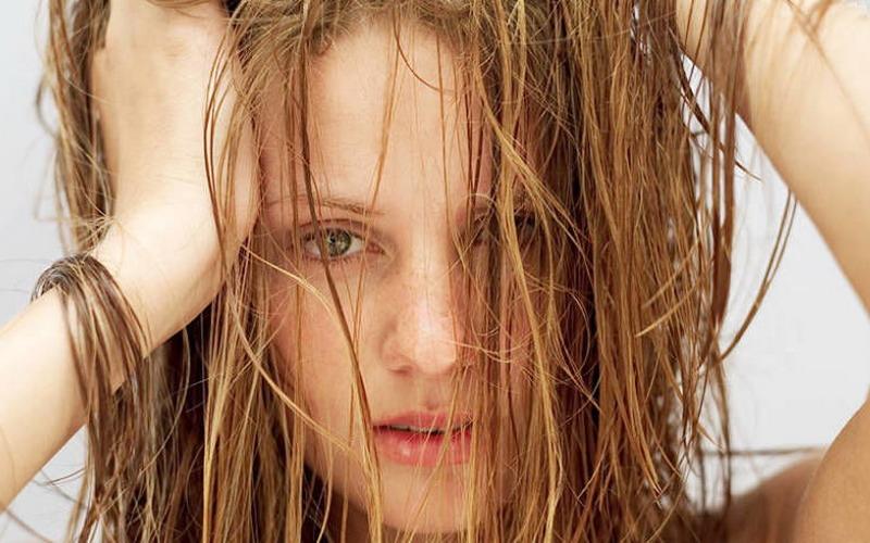 https: img.okezone.com content 2018 10 08 194 1961169 bukan-salah-merawat-kerusakan-rambut-bisa-pertanda-penyakit-reducj3v95.jpg