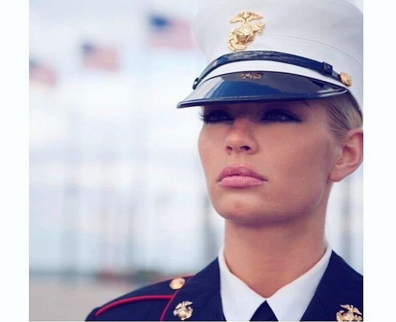 https: img.okezone.com content 2018 10 10 194 1961943 tentara-cantik-ini-terpilih-untuk-cover-majalah-dewasa-kok-bisa-8STT6EP8vH.jpg