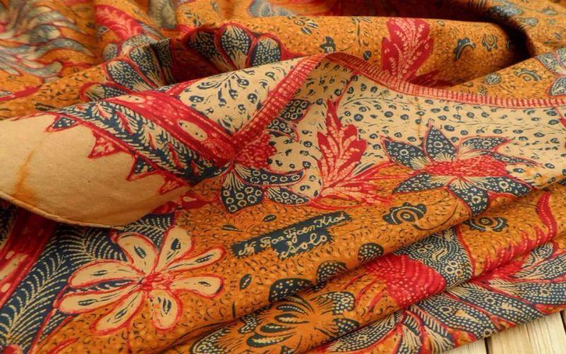 https: img.okezone.com content 2018 10 10 194 1961949 mike-lewis-bangga-pakai-batik-ini-model-favoritnya-E2fSayCoUU.jpg