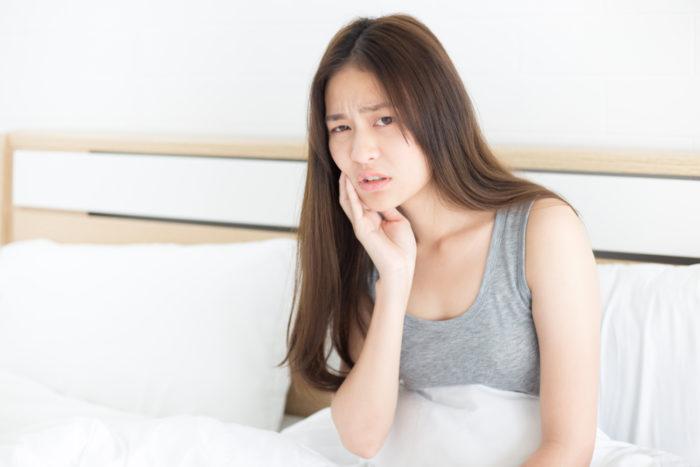 https: img.okezone.com content 2018 10 10 481 1962005 waspada-gigi-yang-tidak-sehat-bisa-sebabkan-8-penyakit-ini-qq20ybJVQT.jpg