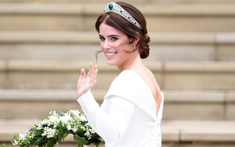 https: img.okezone.com content 2018 10 12 194 1963309 di-royal-wedding-putri-eugenie-kenakan-perhiasan-serba-berlian-reMV65pFY2.jpeg