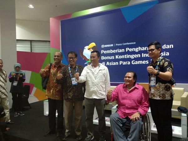 https: img.okezone.com content 2018 10 12 43 1963147 menpora-sebut-rincian-bonus-atlet-indonesia-peraih-medali-asian-para-games-2018-AIxiMKMgRi.jpg
