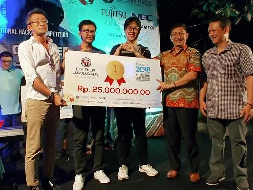https: img.okezone.com content 2018 10 12 65 1962989 juara-tim-itb-wakili-indonesia-di-kompetisi-cyber-tingkat-asean-t5Enq0nbAK.jpg