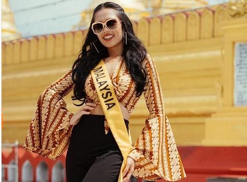 https: img.okezone.com content 2018 10 15 194 1964154 kontroversi-batik-yang-dikenakan-miss-grand-international-malaysia-6jqv4HObER.jpg