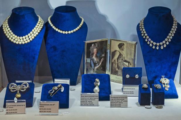 https: img.okezone.com content 2018 10 15 194 1964264 perhiasan-milik-mendiang-ratu-marie-antoinette-dilelang-dengan-harga-ratusan-miliar-9mTng9zKgJ.jpg