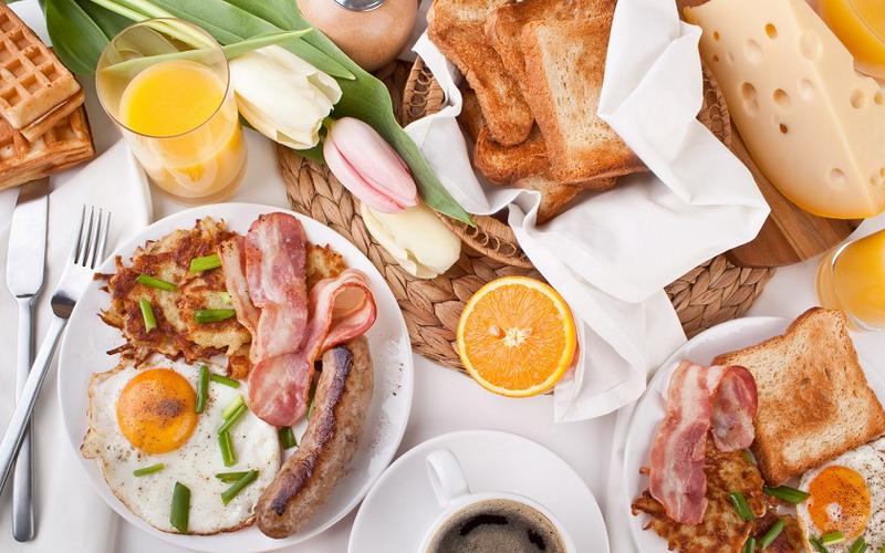 https: img.okezone.com content 2018 10 16 298 1964575 sudah-betulkah-menu-sarapan-anda-ini-yang-tepat-MCvi1r9h8O.jpg
