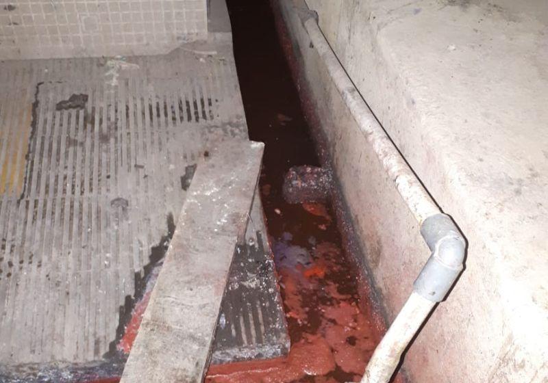https: img.okezone.com content 2018 10 17 512 1965347 pdam-solo-akan-polisikan-pemilik-gudang-kimia-yang-membuat-air-berwarna-merah-darah-CBFOm2HGky.jpg