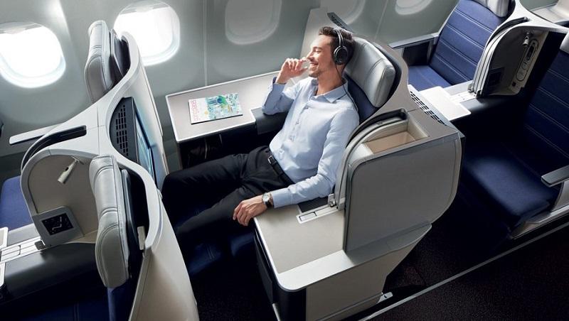 https: img.okezone.com content 2018 10 18 406 1965797 perjalanan-jauh-ke-luar-negeri-ini-kursi-pesawat-yang-paling-banyak-dicari-qiRNMFGTFd.jpg