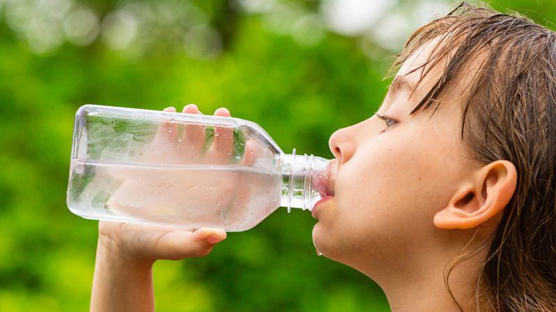 https: img.okezone.com content 2018 10 18 481 1965716 sanitasi-dan-buruknya-kualitas-air-minum-jadi-penyebab-kematian-anak-ye6HwAFzlZ.jpg
