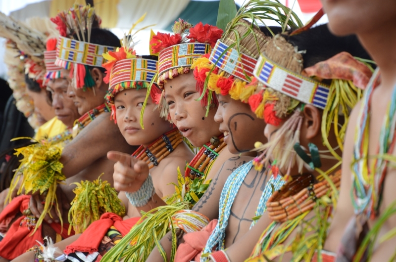 https: img.okezone.com content 2018 10 19 406 1966149 yuk-eksplore-kekayaan-budaya-mentawai-di-festival-pesona-mentawai-2018-kZ8oyxzRvJ.jpg