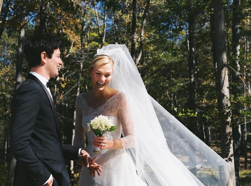 https: img.okezone.com content 2018 10 20 194 1966641 resmi-menikah-dengan-adik-ipar-ivanka-trump-karlie-kloss-tampak-cantik-dalam-balutan-dior-mURJ7amNHX.jpg