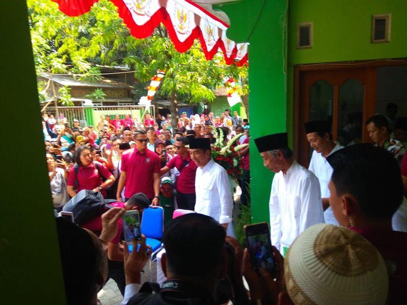 https: img.okezone.com content 2018 10 20 512 1966716 presiden-jokowi-sebut-keragaman-bangsa-indonesia-adalah-sunatullah-7qzD0p2YqA.jpg