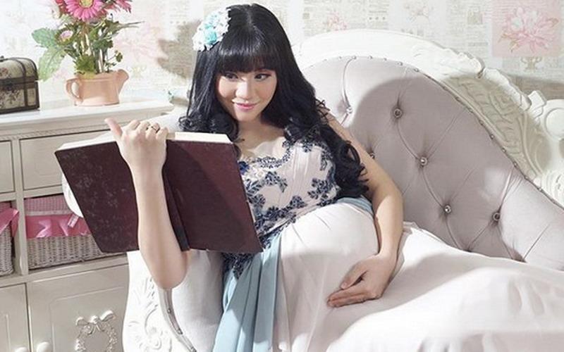 https: img.okezone.com content 2018 10 22 33 1967046 cleo-eks-jkt48-gelar-akikah-anak-pertama-bxDUUpiCt7.jpg