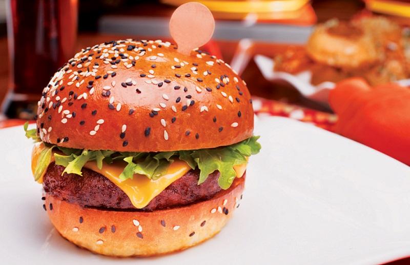 https: img.okezone.com content 2018 10 23 298 1968000 5-rahasia-mengolah-burger-selezat-restoran-gordon-ramsay-2qKVM2WeF8.jpg