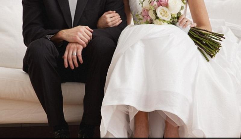 https: img.okezone.com content 2018 10 24 196 1968240 peneliti-klaim-menikah-saat-perawan-buat-kehidupan-lebih-bahagia-CUaW7ZWwkM.jpg