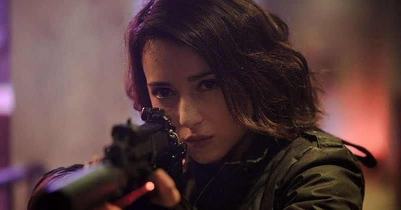 https: img.okezone.com content 2018 10 24 206 1968208 bintangi-the-night-comes-for-us-julie-estelle-digadang-jadi-ratu-film-action-GeqSmH6x3s.jpg
