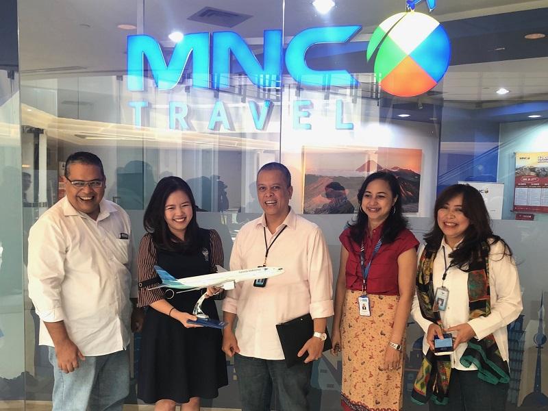 https: img.okezone.com content 2018 10 24 406 1968275 mnc-travel-raih-penghargaan-routes-sales-contest-awards-dari-garuda-indonesia-d4UgqH6bRc.jpeg