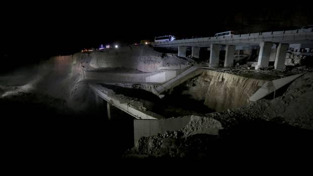 https: img.okezone.com content 2018 10 26 18 1969279 18-orang-tewas-puluhan-hilang-akibat-banjir-bandang-di-yordania-FW0Nlg85uH.jpg