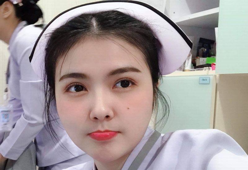 https: img.okezone.com content 2018 10 26 194 1969099 viral-pesona-perawat-cantik-ini-sukses-bikin-netizen-terhipnotis-OYB0Fptn3R.jpg