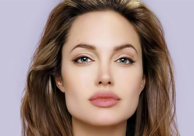 https: img.okezone.com content 2018 10 26 194 1969394 bikin-iri-6-wanita-ini-punya-bibir-paling-sensual-di-dunia-cTfpZtiemq.jpg
