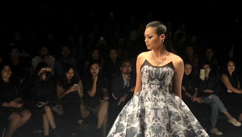 https: img.okezone.com content 2018 10 26 194 1969577 miss-indonesia-alya-nurshabrina-bangga-bisa-tampil-di-panggung-jfw-2019-rJuZvMBNqs.jpg