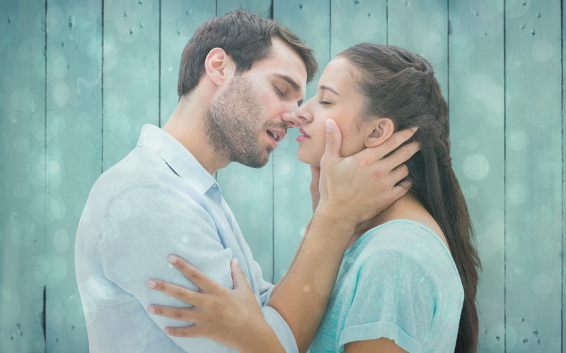 https: img.okezone.com content 2018 10 26 406 1969541 5-arti-ciuman-di-area-wajah-mana-yang-sering-kamu-dapat-iRifFv2L78.jpg