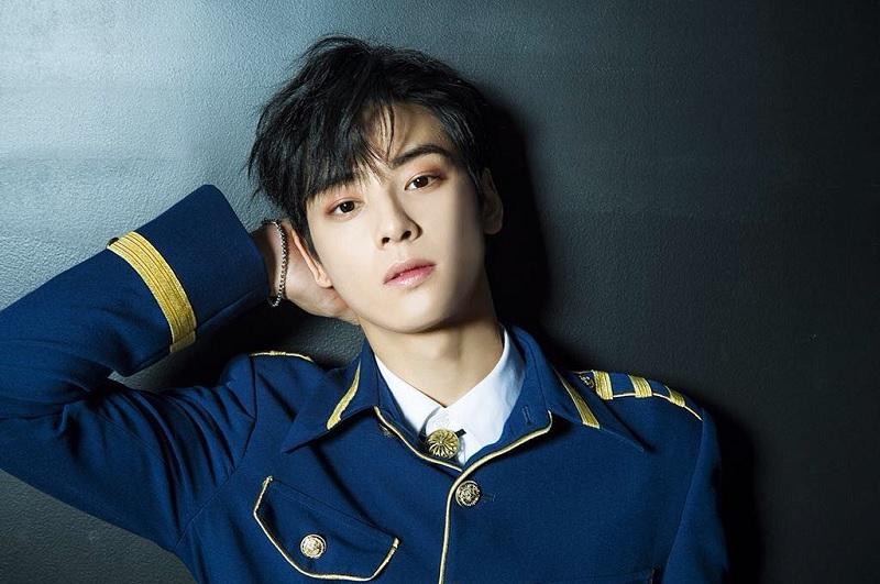 https: img.okezone.com content 2018 10 26 598 1969392 selesai-dengan-gangnam-beauty-cha-eun-woo-jadi-idol-di-top-management-Sylx4OQQX5.jpg
