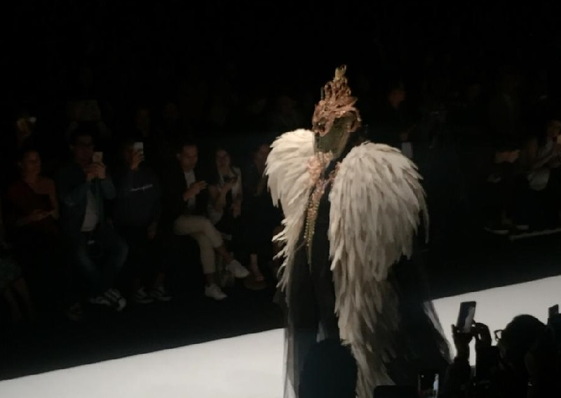 https: img.okezone.com content 2018 10 27 194 1969680 usung-the-faces-rinaldy-yunardi-sukses-pukau-panggung-penutup-jakarta-fashion-week-2019-N4ZAmXSZG9.jpg