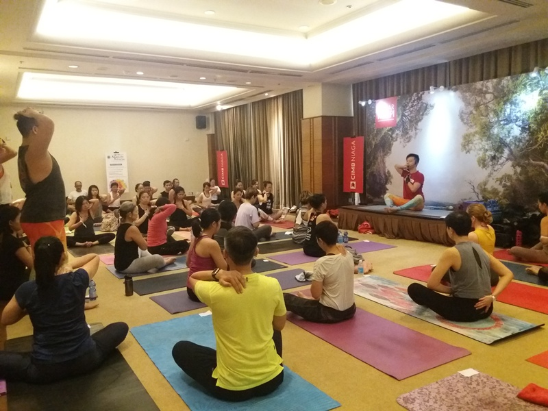 https: img.okezone.com content 2018 10 28 406 1969967 festival-yoga-internasional-kembali-digelar-ribuan-peserta-antusias-S6HcHEtMSW.jpg