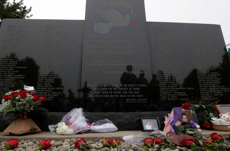 https: img.okezone.com content 2018 10 30 196 1971006 mengharukan-inilah-5-kisah-penumpang-yang-selamat-dari-kecelakaan-pesawat-8vsDvT29LM.jpg