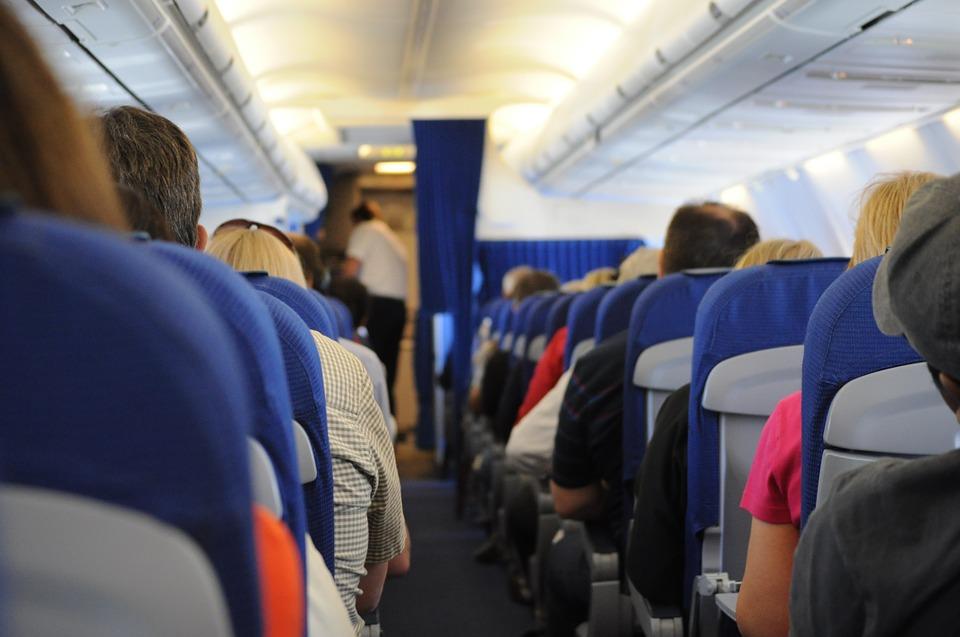 https: img.okezone.com content 2018 10 31 406 1971271 di-manakah-kursi-terbaik-di-pesawat-inilah-rekomendasi-para-ahli-TjzOGtHPsL.jpg