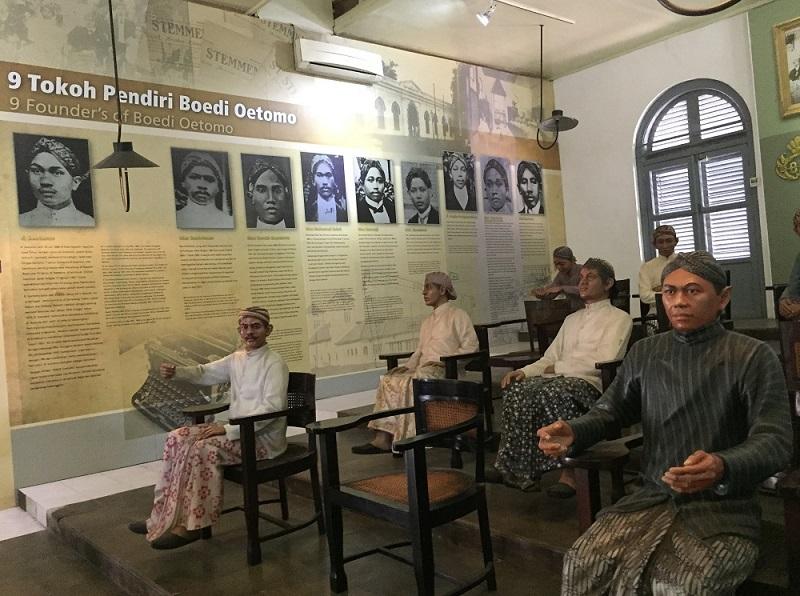 https: img.okezone.com content 2018 10 31 406 1971556 berwisata-ke-3-museum-yang-miliki-ikatan-sejarah-sumpah-pemuda-QBRwEc283W.JPG