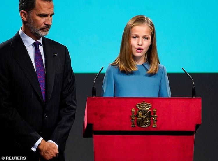 https: img.okezone.com content 2018 11 01 196 1971864 putri-leonor-pewaris-tahta-kerajaan-spanyol-akhirnya-bicara-pertama-kali-di-hadapan-publik-ON6BHPriHs.jpg