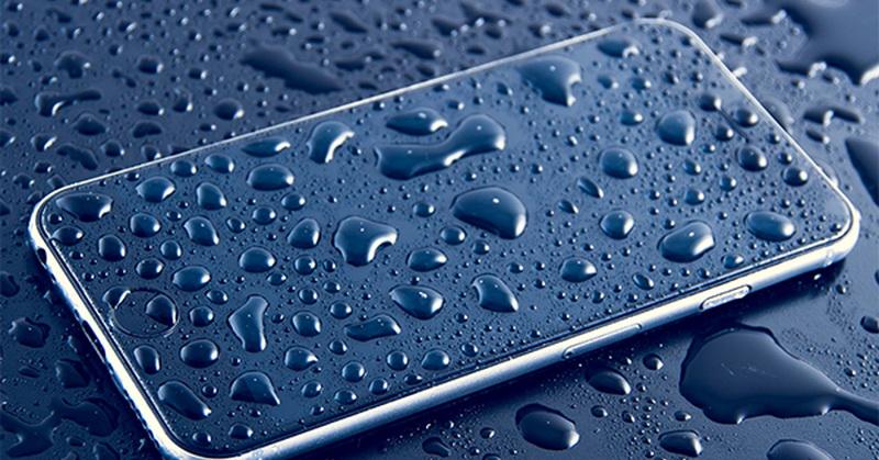 https: img.okezone.com content 2018 11 01 57 1972032 5-ponsel-terbaik-dengan-fitur-tahan-air-apa-saja-TLlBcI98VT.jpg