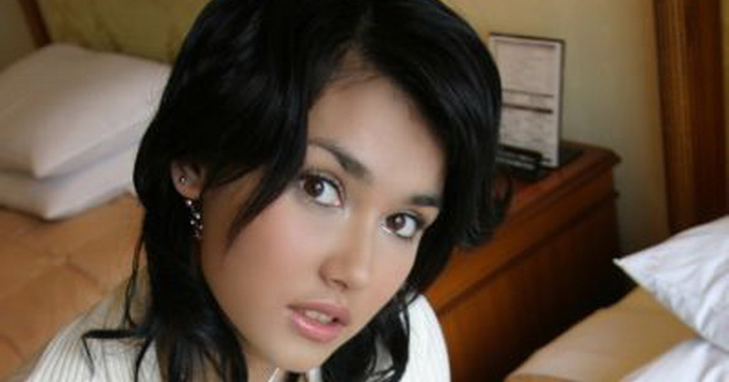 https: img.okezone.com content 2018 11 06 33 1974255 maria-ozawa-unggah-foto-seksi-di-bali-netizen-stay-in-indonesia-please-Rtent1bD92.jpg