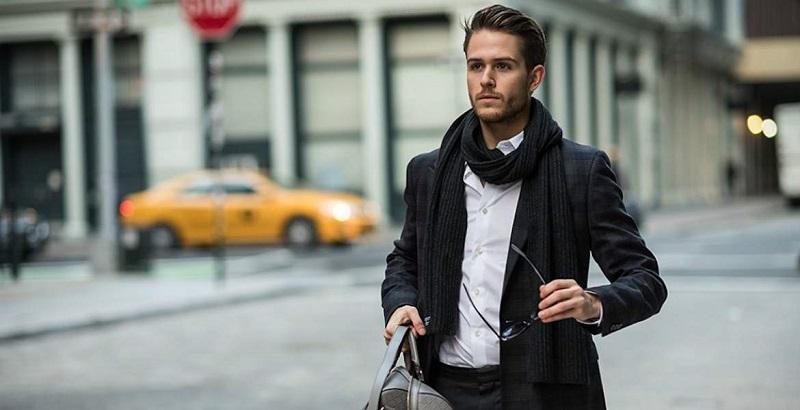https: img.okezone.com content 2018 11 07 194 1974515 pilihan-scarf-untuk-cowok-agar-bisa-tampil-stylish-di-cuaca-dingin-vjSyQtdOKB.jpg