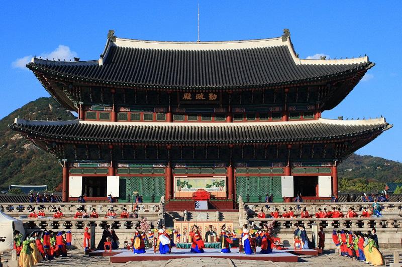https: img.okezone.com content 2018 11 07 406 1974798 belajar-budaya-dan-masak-makanan-khas-negeri-ginseng-di-funtastic-korea-festival-2018-b4gi08Z9gn.jpg