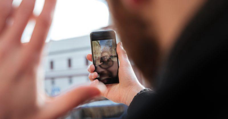 https: img.okezone.com content 2018 11 07 57 1974600 5-ponsel-terbaik-untuk-nge-vlog-apa-saja-j7YUMEoU4e.jpg