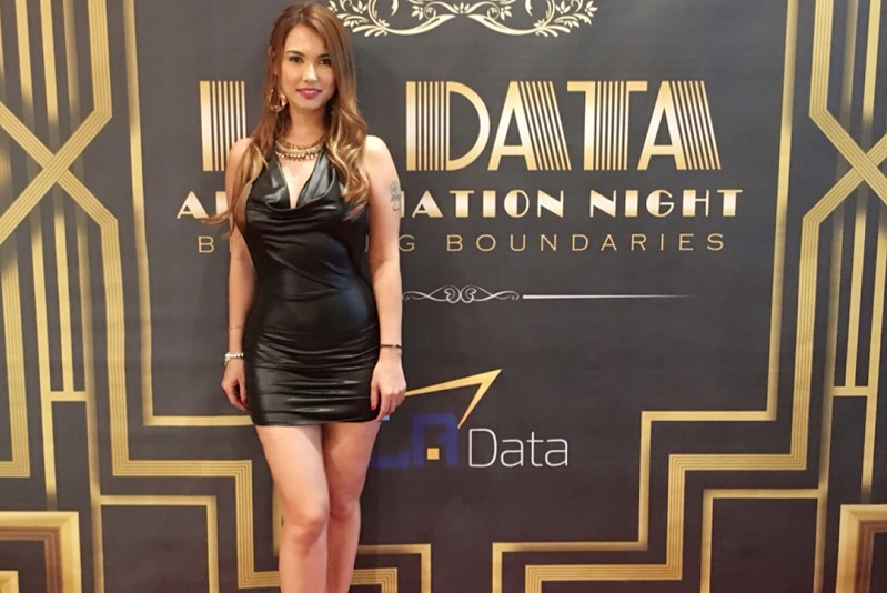 https: img.okezone.com content 2018 11 08 33 1975023 love-hate-relationship-maria-ozawa-dan-indonesia-DOLsavuznf.jpg