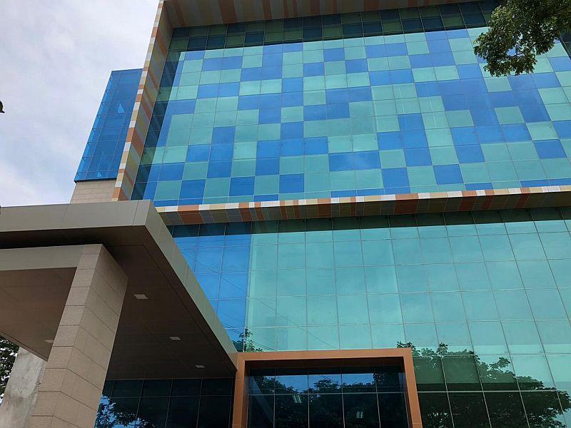 https: img.okezone.com content 2018 11 10 65 1975957 kampus-ini-miliki-gedung-multimedia-baru-intip-kemegahannya-e2mUCgUije.jpg