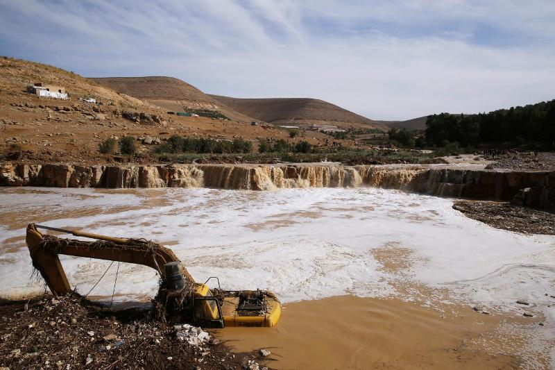 https: img.okezone.com content 2018 11 11 18 1976195 banjir-bandang-yordania-tewaskan-12-orang-paksa-ribuan-turis-dievakuasi-Q7KG7VihFZ.jpg