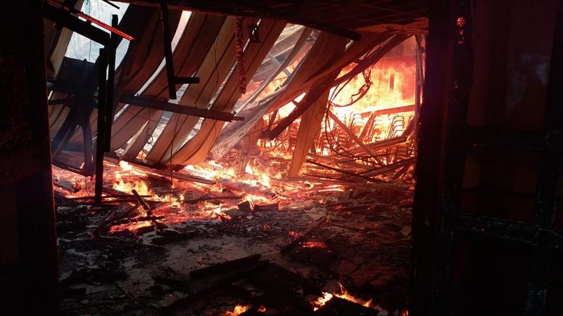 https: img.okezone.com content 2018 11 11 340 1976410 polisi-identifikasi-dugaan-sementara-penyebab-kebakaran-kantor-gubernur-papua-WwdhKnNKEV.jpg