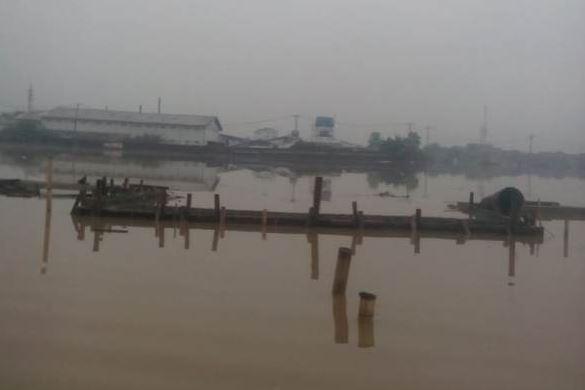 https: img.okezone.com content 2018 11 12 525 1976587 kabupaten-bandung-dikepung-banjir-ratusan-warga-mulai-mengungsi-Z79Rr346yB.JPG