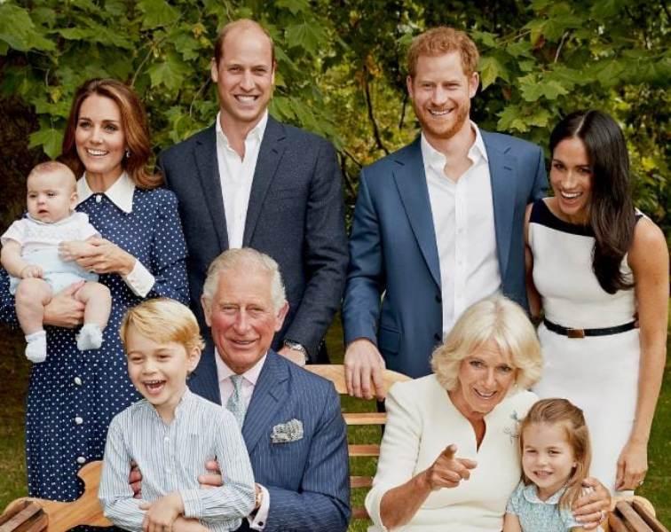 https: img.okezone.com content 2018 11 14 196 1977740 pangeran-charles-ulang-tahun-ke-70-kerajaan-inggris-rayakan-dengan-rilis-2-foto-keluarga-aRxna8Dofb.jpg