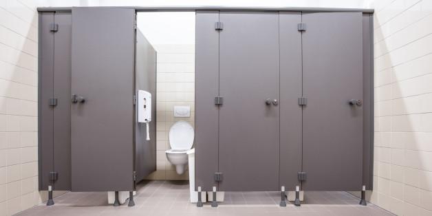 https: img.okezone.com content 2018 11 15 481 1977996 hari-toilet-sedunia-kabupaten-lampung-timur-miliki-akses-sanitasi-terendah-di-lampung-fEaGjLhiJl.jpg