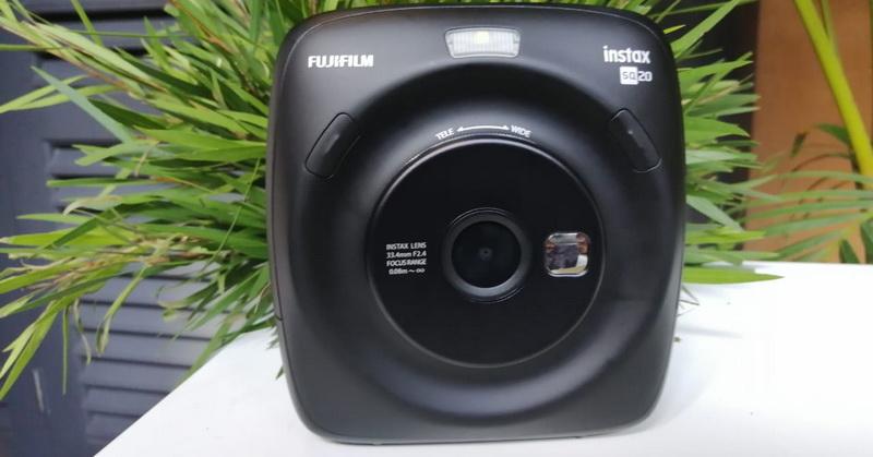 https: img.okezone.com content 2018 11 15 57 1978280 fujifilm-hadirkan-kamera-instax-square-sq20-dukung-mode-gerak-oBqDVS03cT.jpg