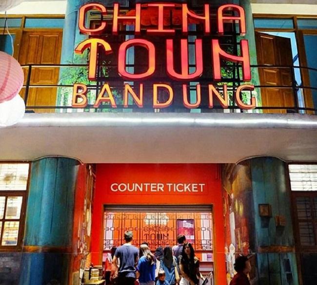 https: img.okezone.com content 2018 11 18 406 1979425 kawasan-chinatown-keren-di-indonesia-bagus-buat-posting-di-instagram-B2KE0D5yFI.jpg